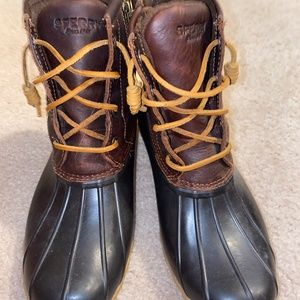 HARDLY WORN SPERRY DUCK BOOTS